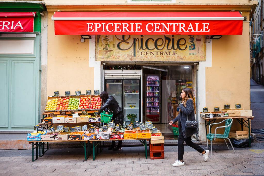Detalle de una tienda típica del centro