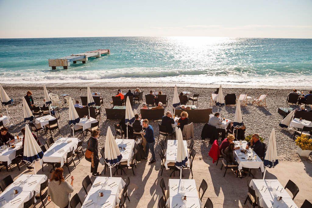 Restaurante en la playa de Niza