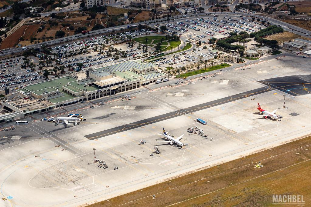 Vista aérea del aeropuerto de Malta