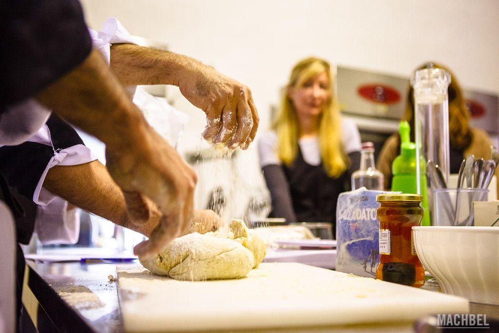 Cocinando pasta en Bérgamo