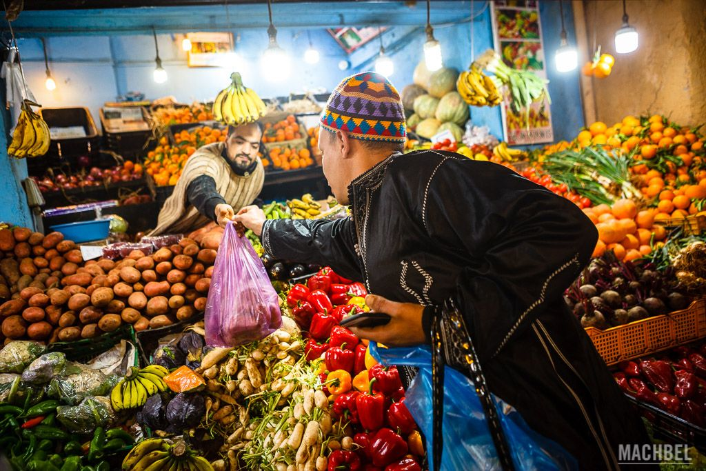 Comprando en la medina de Fez para un taller de cocina