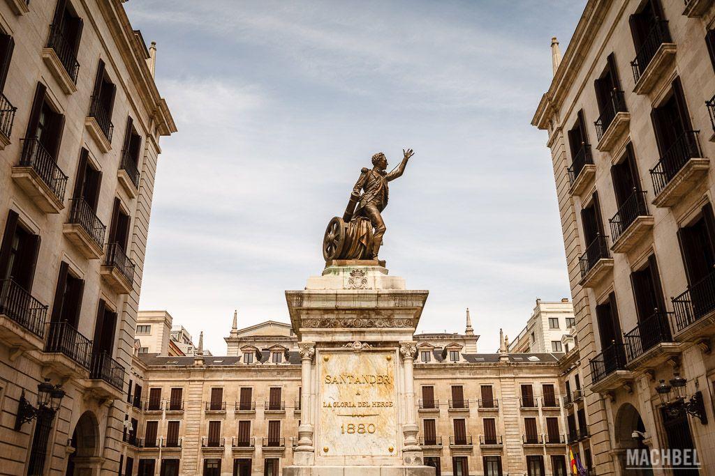 Plaza Porticada o de Pedro Valverde