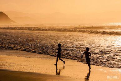 Jugando en la Playa de Vega