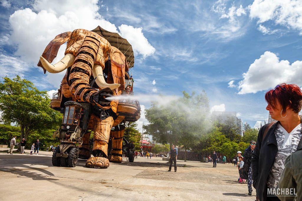 El Gran Elefante paseando por Nantes