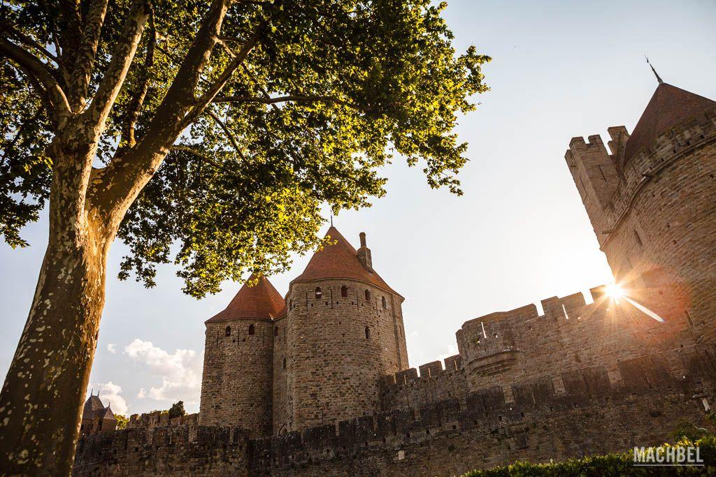 Puerta Narbonnaise al atardecer