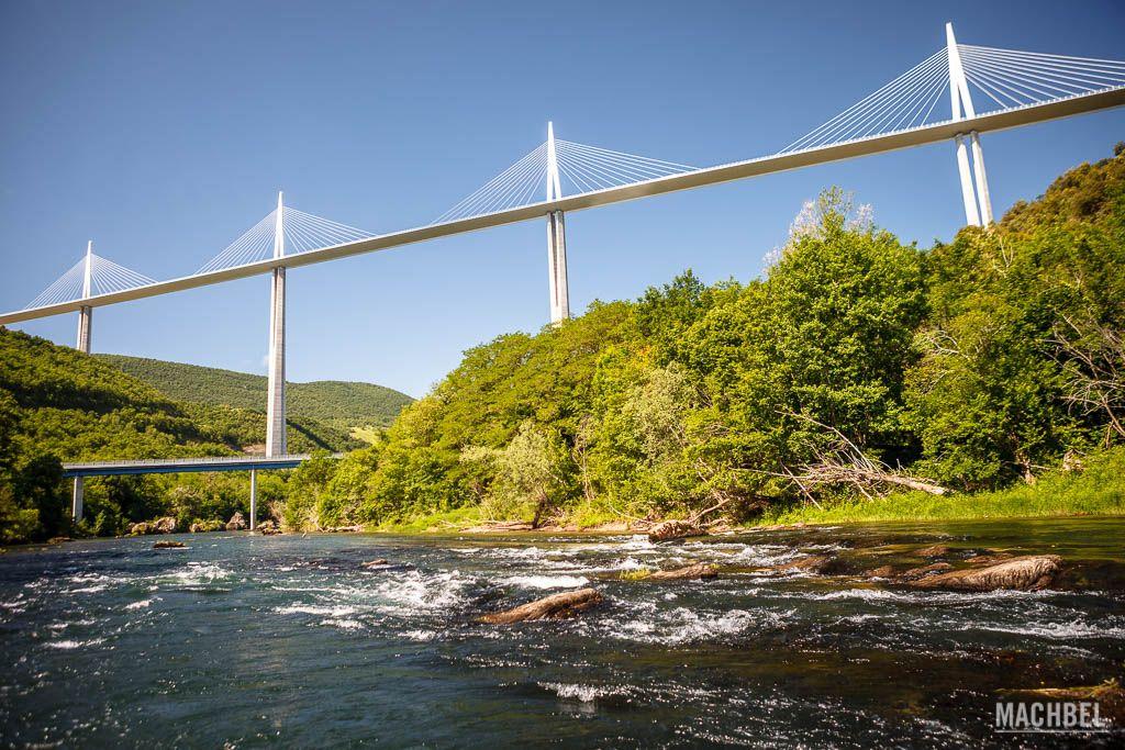 VIaducto de Millau desde el río Tarn