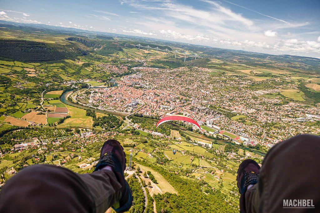 Volando en parapente sobre Millau