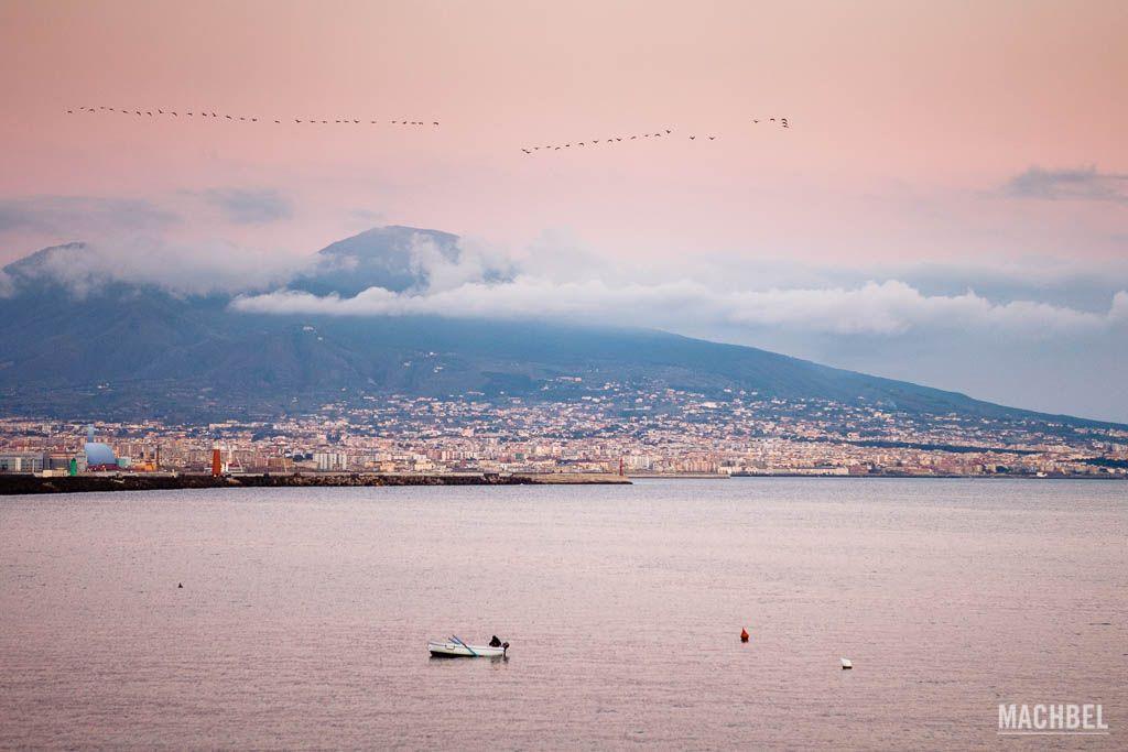 Bahía de Nápoles con el Vesubio al fondo