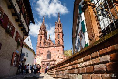 Caminando hacia la Catedral de Basilea