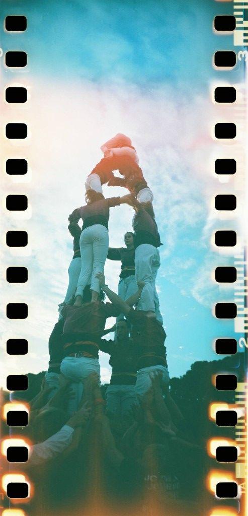 Castellers haciendo una torre humana