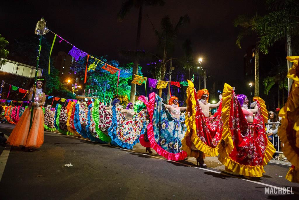 Muñequitas en el desfile de Mitos y Leyendas