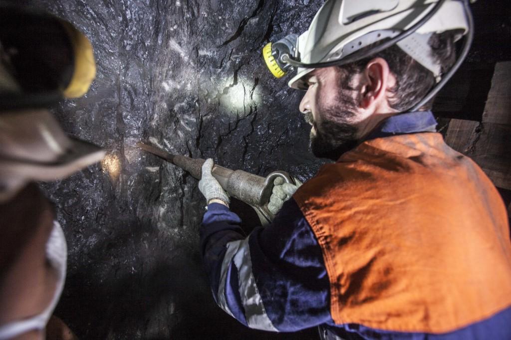 Picando carbón en Pozo Sotón