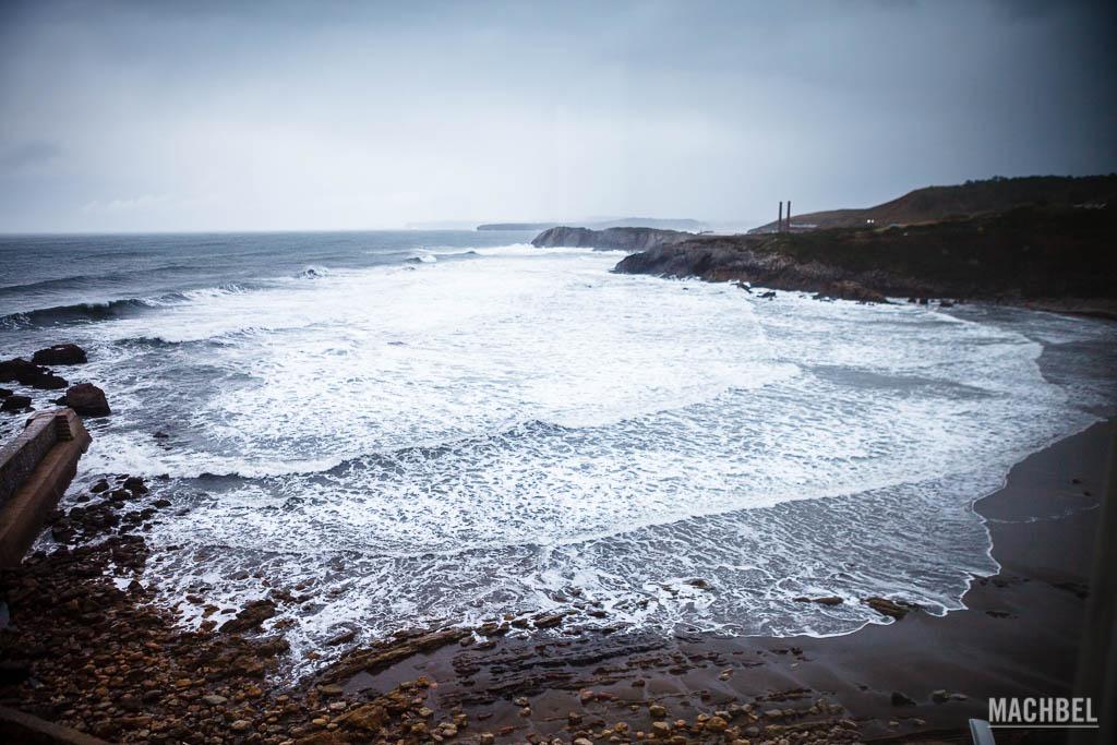 Playa de Arnao anexa a la mina