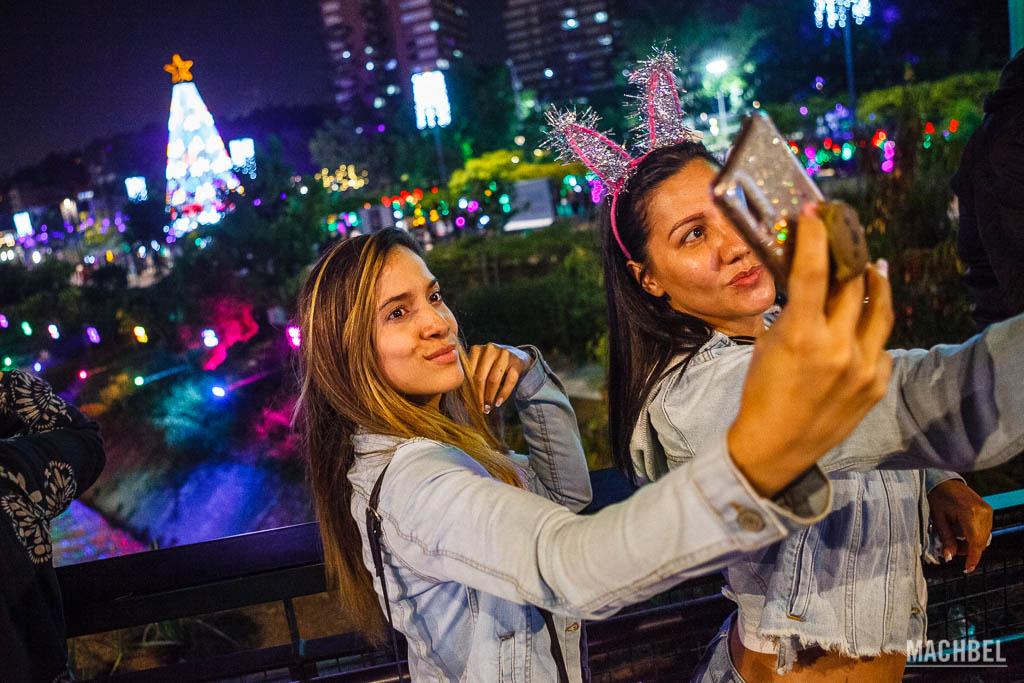 Selfie con el alumbrado de Medellín