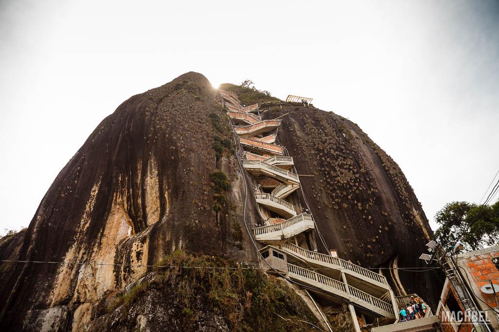 Escaleras para subir al Peñón