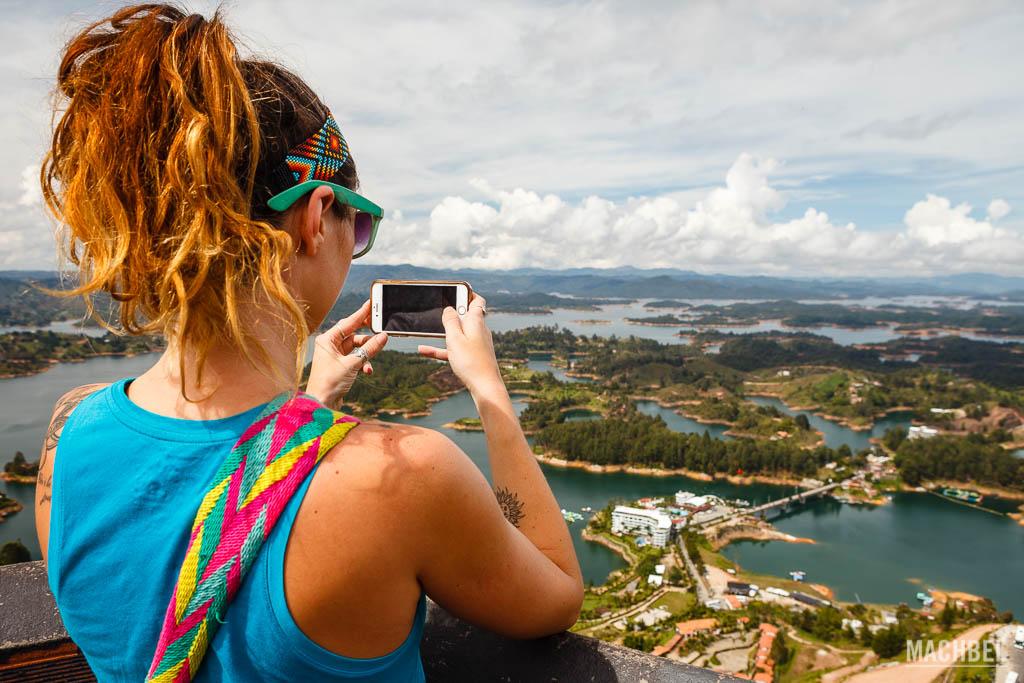 Fotografiando la represa desde lo alto del Peñón