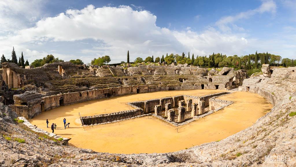 Panorámica del anfiteatro romano de Itálica
