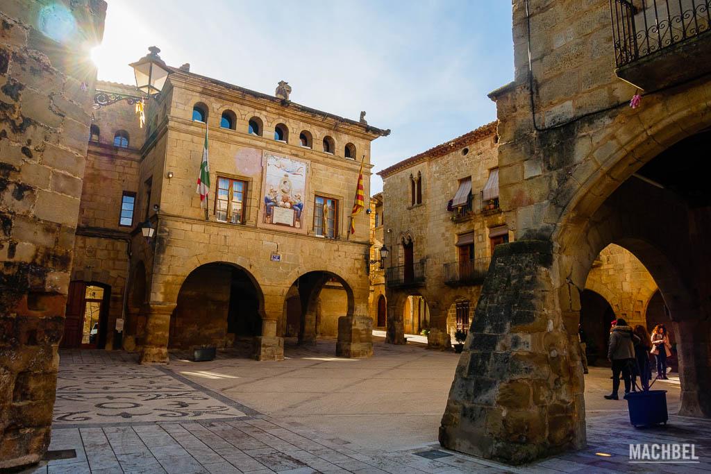 Plaza mayor de Horta de St Joan junto al estudio de Picasso