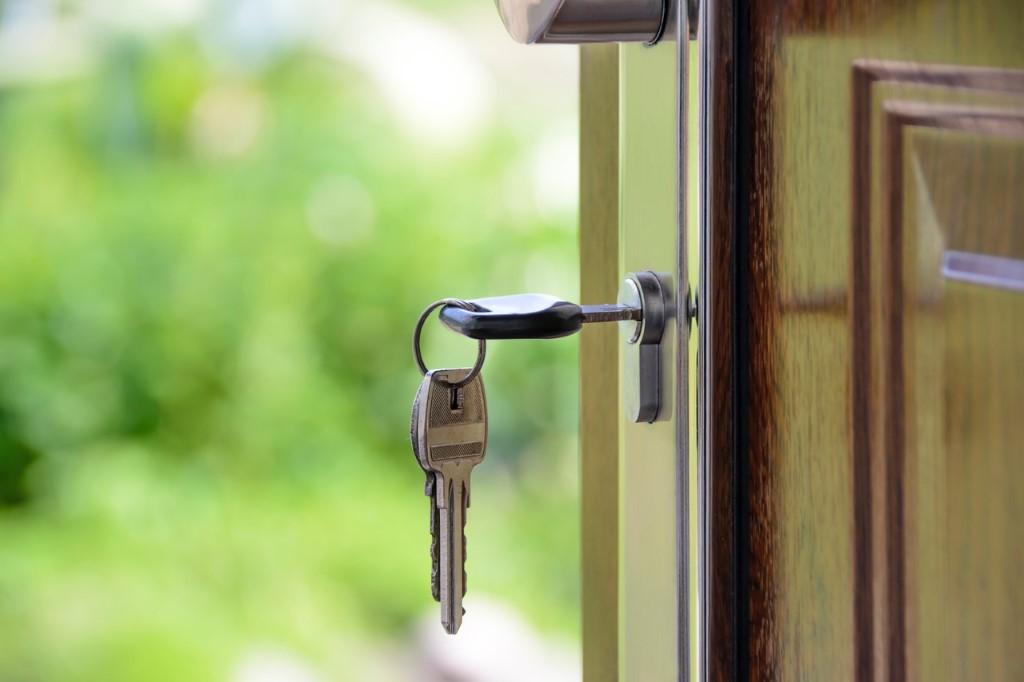 Protege tu hogar al ir de viaje