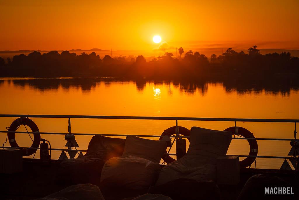 Amanecer en un crucero por el río Nilo