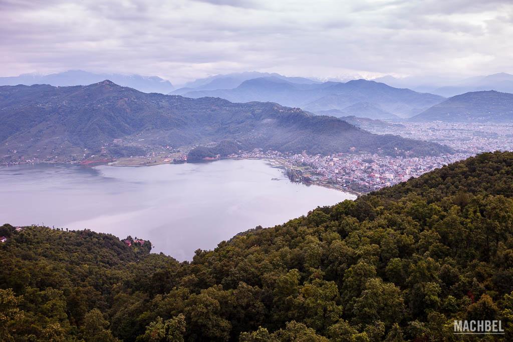 Amanecer en Pokhara desde la pagoda de la Paz Mundial