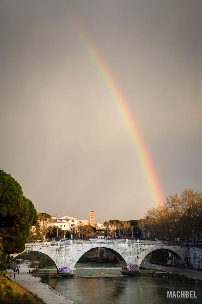 Isla Tiberina bajo el arco íris