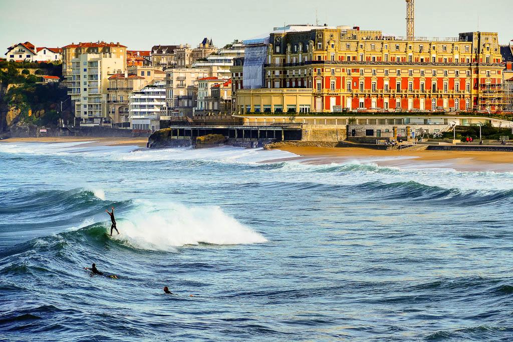 Haciendo surf en Biarrtiz