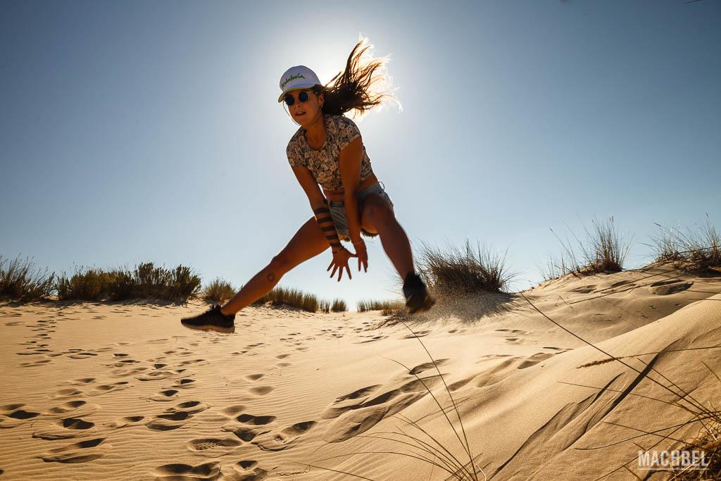 Saltando una duna en el Parque Nacional de Doñana