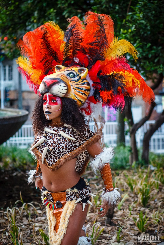 Artista en el desfile de Mitos y Leyendas