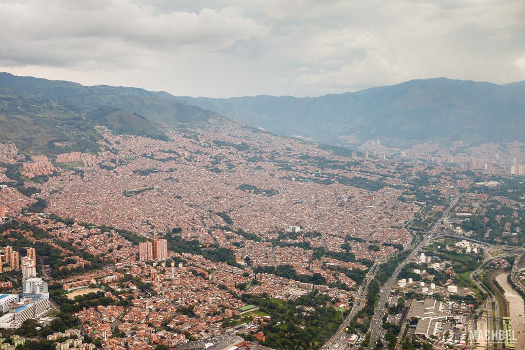 Vista desde helicóptero de Medellín