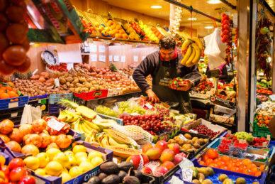 Puesto en el Mercado de Santa Catalina